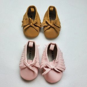 2 Pairs of Old Navy Infant Moccasins Sz 0-3M